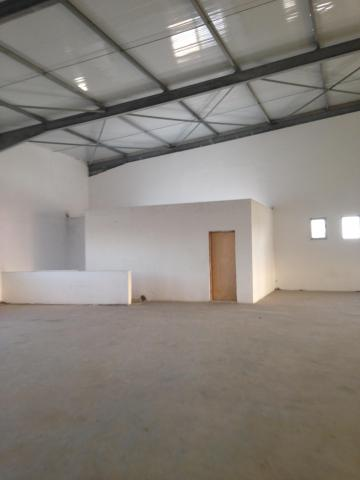 LOCAL INDUSTR 3000 M2 UTIQUE