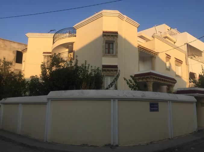 À vendre villa à mannouba 335 mètres carrés