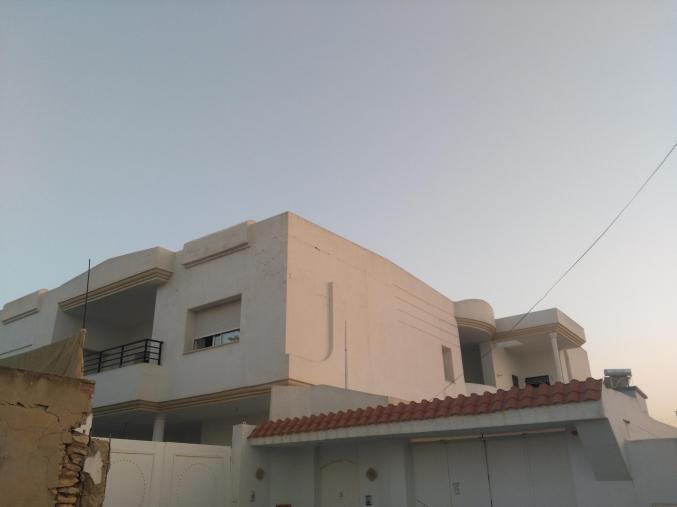 Villa plus deux appartement