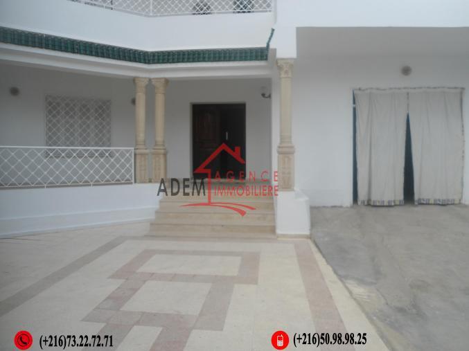 une spacieuse villa situé dans un emplacement résidentiel