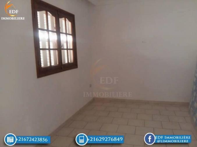 1193: Un grand appartement de 4 pièces à Cité Wali Bizerte