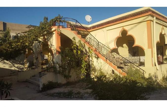 Maisons et Villas 800m2 à Bou Arada
