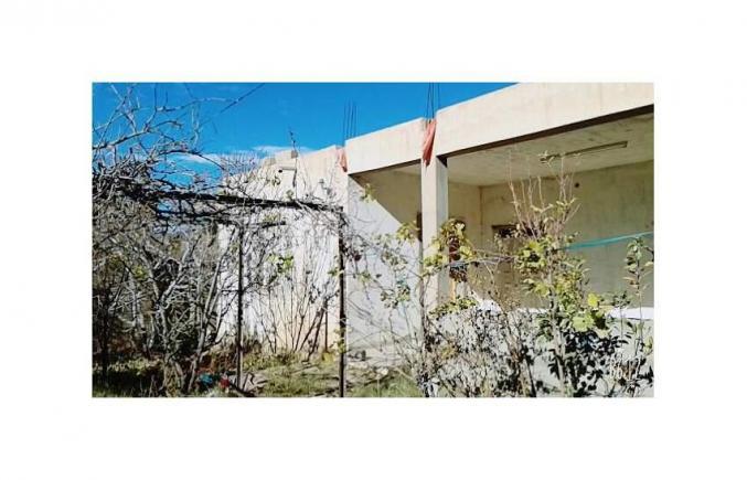 Terrain et Villas et 7 Garages