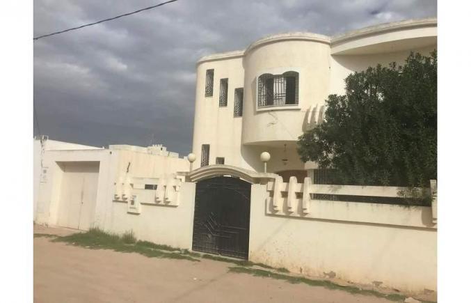Villas 320m2 à Sfax Route el Ain