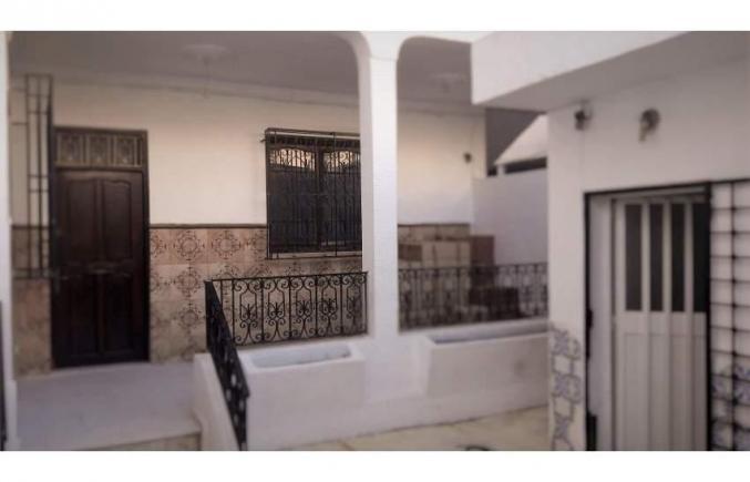 maison rez de chausse d 39 une grande villa de 310 m2 ariana mnihla. Black Bedroom Furniture Sets. Home Design Ideas