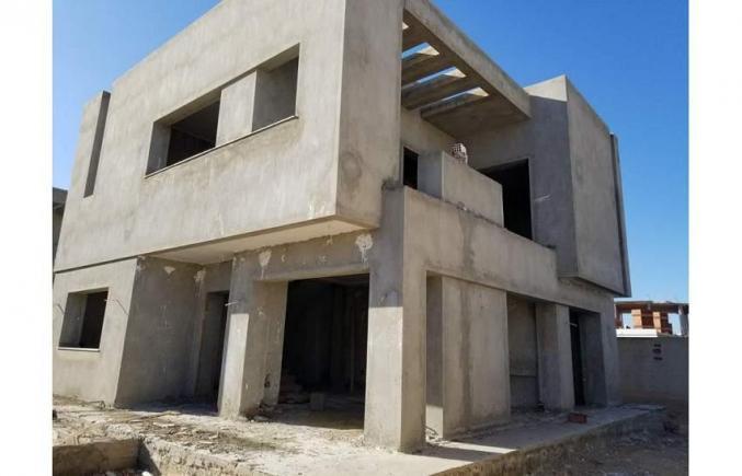 villa inachevé route de tunis cité el ons