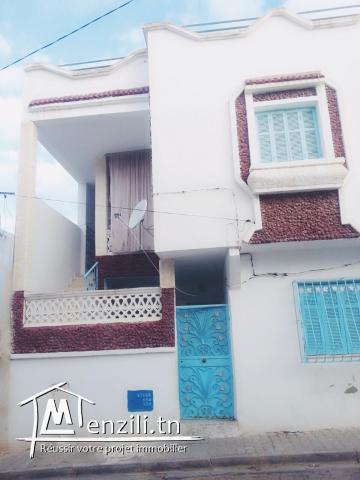 maison a deux étages