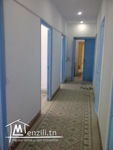 Grand Bureau au centre du Souk ras Jbal