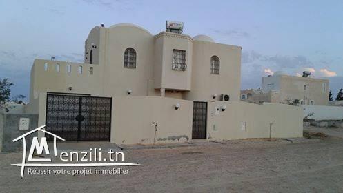 Villa avec piscine à cote de palm Midoun .