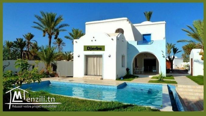 Une villa de charme neuve avec piscine derrière le GOLF