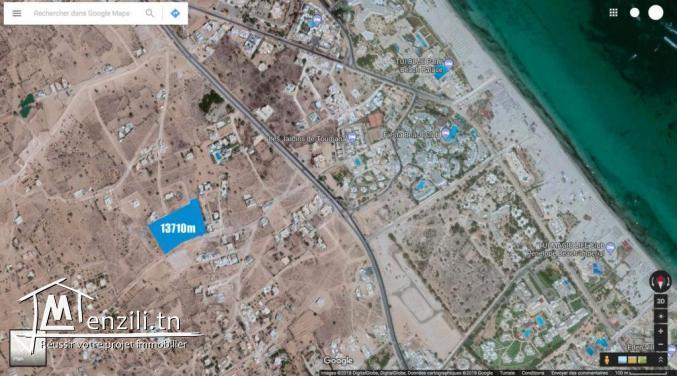 Grand terrain au coeur de la zone touristique Djerba