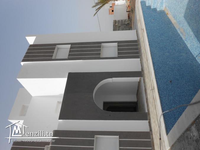 Une villa avec piscine