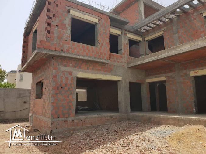 A vendre villa inachevée à la soukra