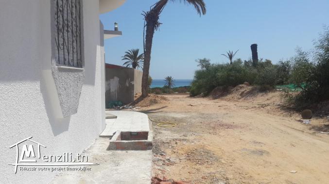 belle villa au bord d'une magnifique plage