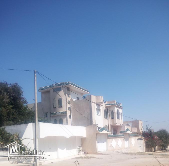 Immeuble à vendre à Sousse comprenant 7 logements - Construction récente 2003