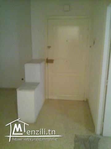 a vendre appartement propre au 1 er etage