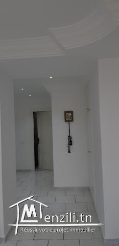 Location annuelle étage d'une villa neuve  S+3 avec une entrée independante