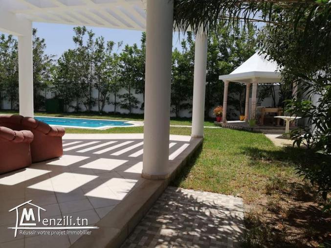 A louer ref zh une belle villa à la soukra