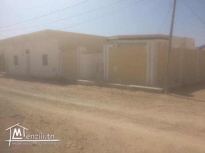 Grande villa avec garage et un studio