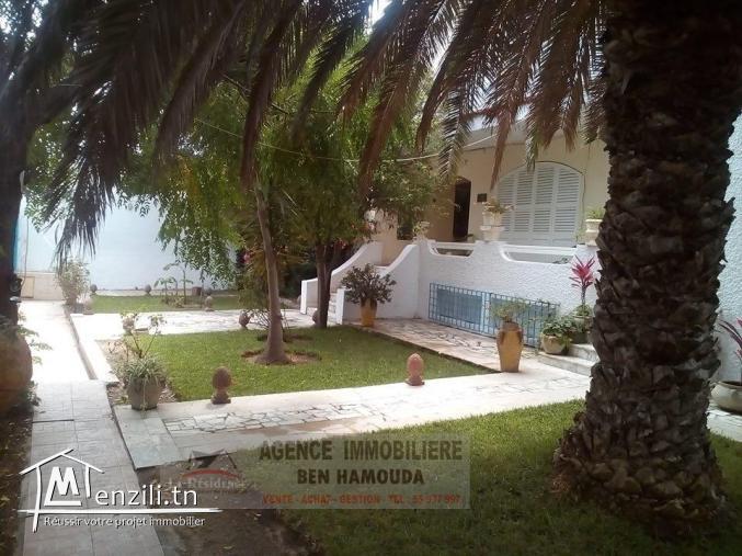 REF: M42/ A vendre-Villa à la corniche tout près de la plage