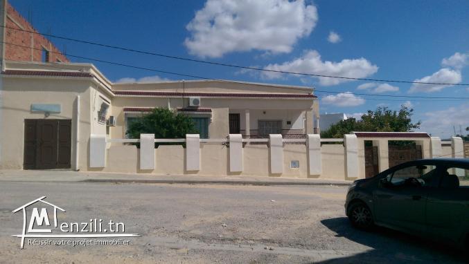A vendre une grande villa à Téboursouk