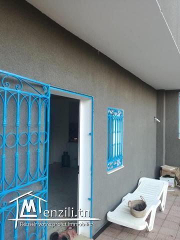 terrain et deux studio a vendre route a la plage hammem ghzaz