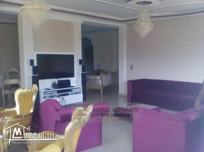 REF: LM57/ Un luxueux étage d'une villa meublé avec garage