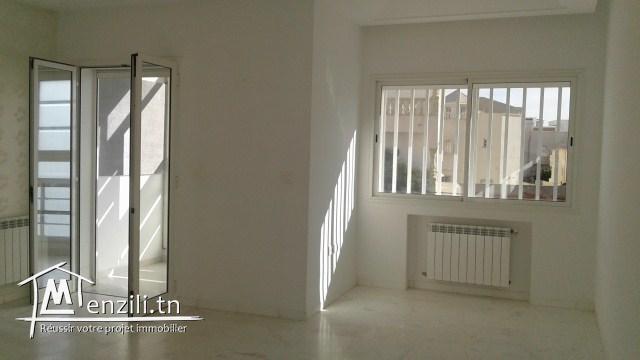 A vendre un premier étage de villa de très haut standing, situé a sahloul 3