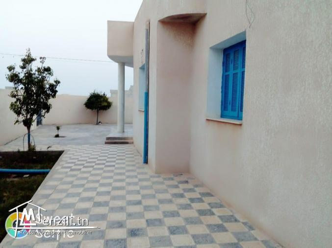 Villa à Mahdia (Salakta) à côté de la plage, état neuf (275 mille négociables)
