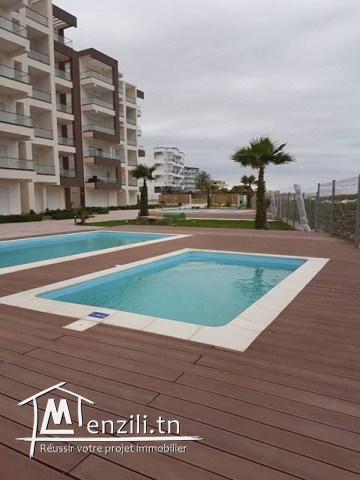 A louer a l'année un SUBLIME appartement pieds dans l'eau et piscine