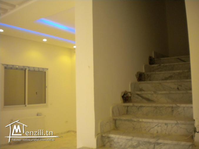 Une villa de 275 m² sur un terrain de 321 m² à 950 MDT à Hammamet Nord