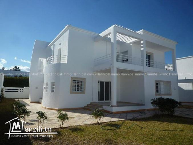 A vendre une villa s+6 à chotrana 2