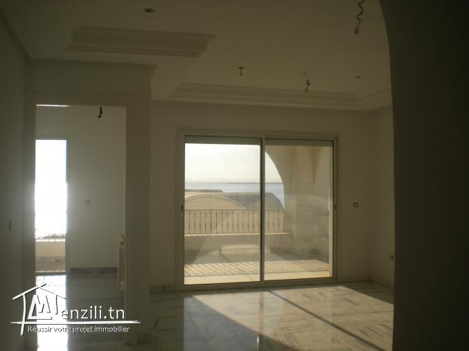 Un appartement, Pieds dans l'eau, de 125 m² à 470 MDT à Hammamet