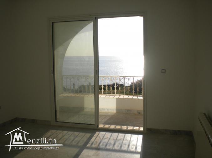 Un appartement, Pieds dans l'eau, de 170 m² à 1 400 MDT à Hammamet.