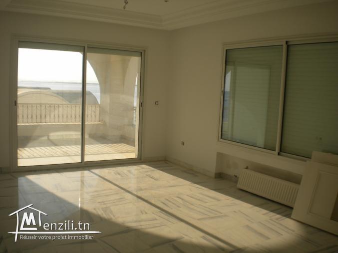Un appartement, Pieds dans l'eau, de 170 m² à Hammamet à 1 400 MDT