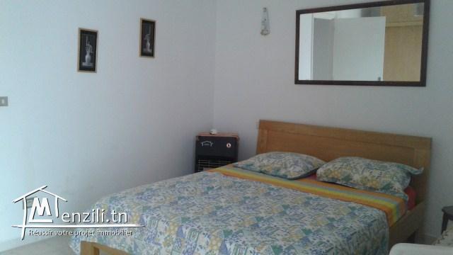 A louer à l'année un confortable appartement S+1, richement meublé vue panoramique sur le go...