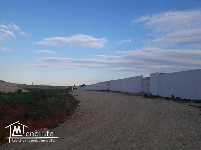 A vendre un terrain à 5mn du centre commercial Géant avec accès direct Bricorama