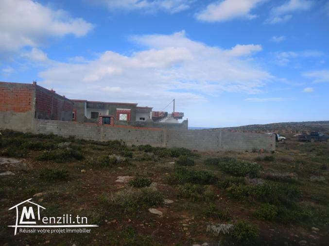 أرض للبيع في الهوارية بها سور مطلة عل بحر