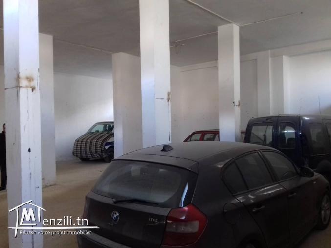Dépôt de 230 m² dans une zone commerciale à Nabeul-LC024
