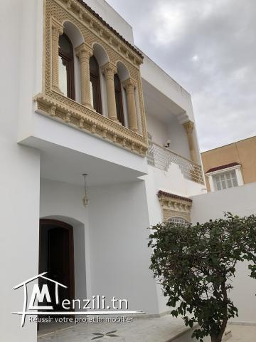 Belle villa de deux étages