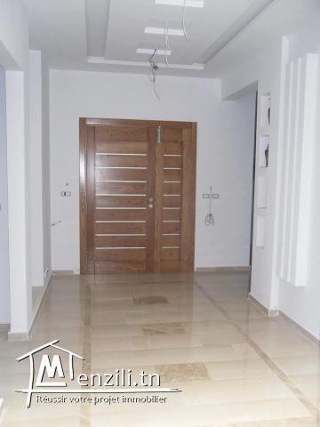 Villa et un étage non achevé