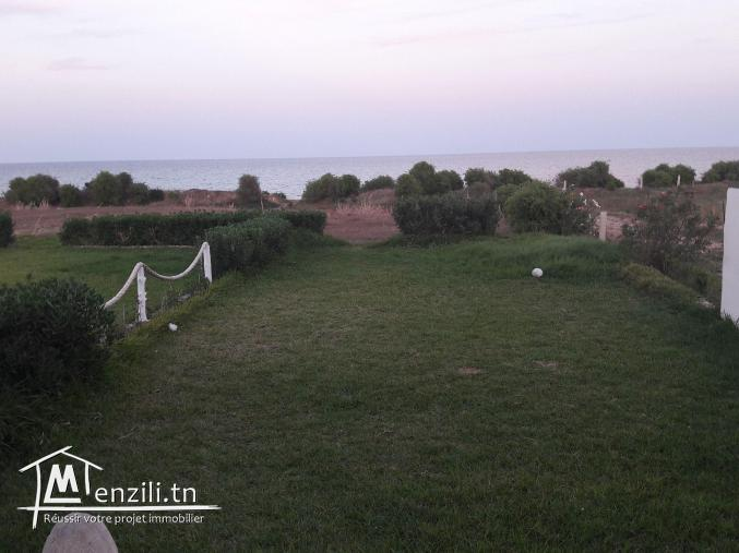 villa au bord de la mer a la plage kerkouane