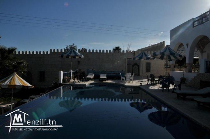 Une villa de 1000 m² sur un terrain de 3200 m² à 1600 MDT à Hammamet