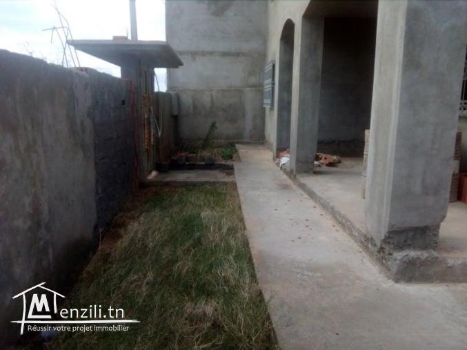 une villa inachevée R+2 de 300 m² couvert