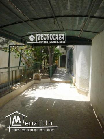 Villa de 750 m² sur un terrain de 567 m² à Cité Riadh