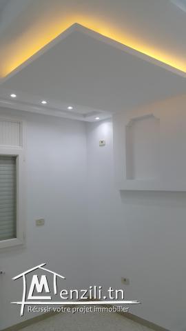 Bel Appartement S+4 totalement rénové à Riyadh Soukra