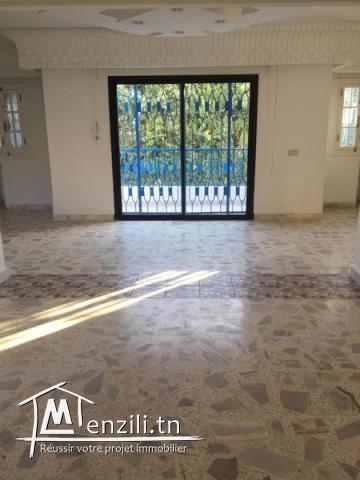 Villa s+4 à gammarth avec Jardin Ref MVL0097