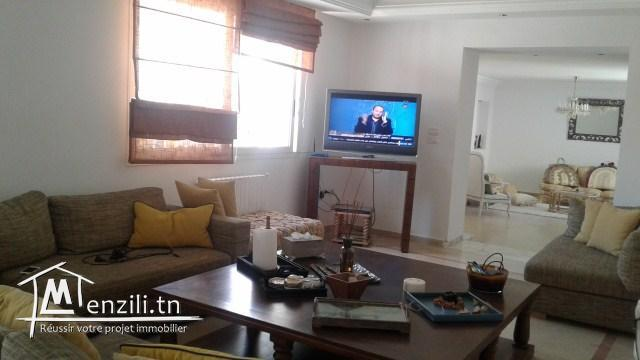 A louer A bouhcina Hajra Maklouba un volumineux étage de villa