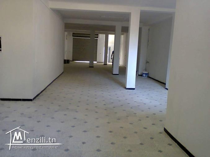 Un dépôt 200 m2 a la soukra