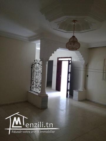 belle villa avec studio est dans une zone calme à cité kelibia